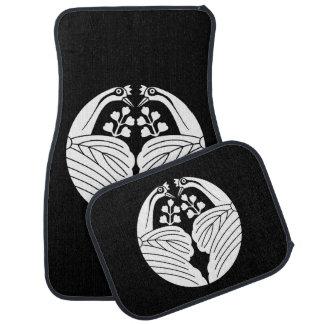 Bisected crane-shaped paulownias floor mat