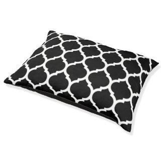 Black and White Moroccan Quatrefoil Pattern