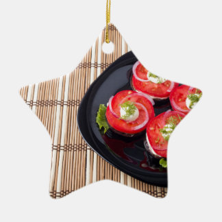 Black dish with sliced tomatoes and lettuce ceramic star decoration