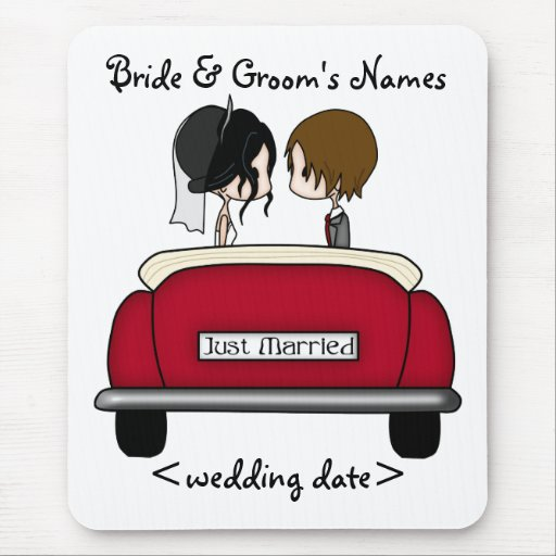 Black Haired Bride and Brunette Groom Mousepad