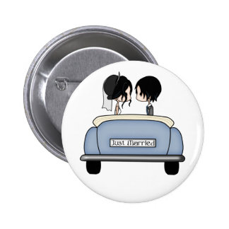 Black Haired Bride & Groom in Blue Wedding Car 6 Cm Round Badge