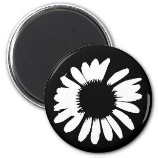 Black & White Daisy 6 Cm Round Magnet