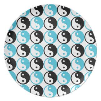 Blue and black yin yang pattern plate