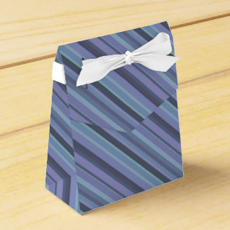 Blue-grey diagonal stripes favour box