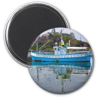 Boat in the sea 6 cm round magnet