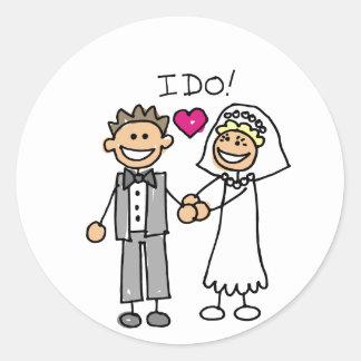 Bride and Groom Exchange vows Round Sticker