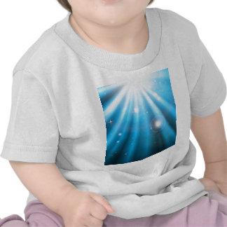 Bright blue light rays background tee shirt