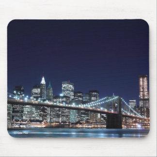 Brooklyn Bridge and Manhattan Skyline At Night Mouse Pad