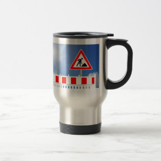 Building site, building site closing and building travel mug