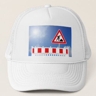 Building site, building site closing and building trucker hat