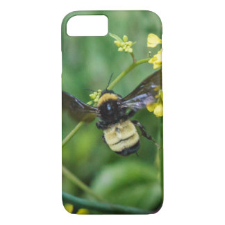 Bumble Bee in Flight iPhone 8/7 Case