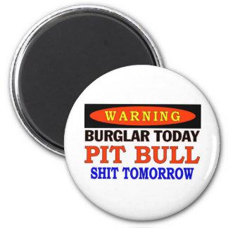 BURGLAR TODAY  PIT BULL WARNING 6 CM ROUND MAGNET