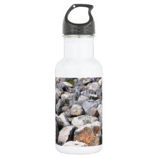 Bush setting of man made rock formation pattern 532 ml water bottle