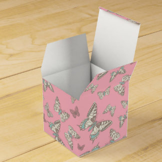 Butterfly patterned pink wedding favor box