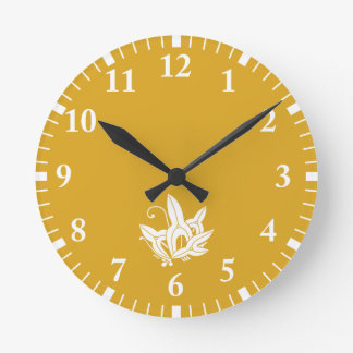 Butterfly-shaped arrowhead round clock