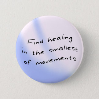 Button: Find healing in the smallest of movements 6 Cm Round Badge
