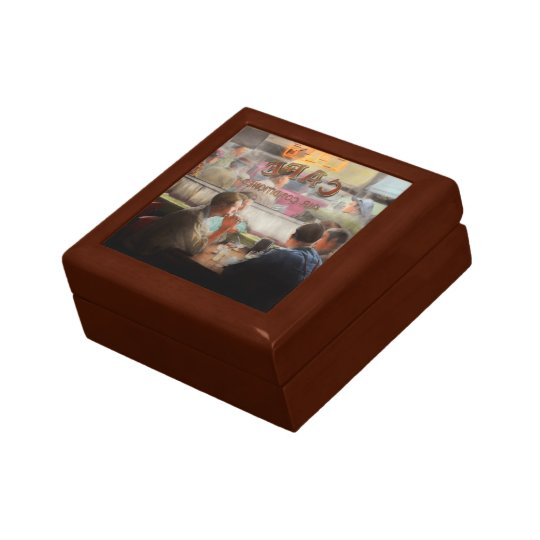 Cafe - Cold drinks with friends 1941 Gift Box