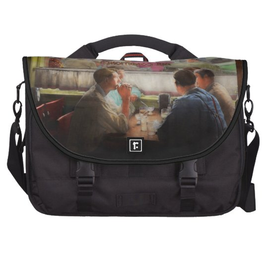 Cafe - Cold drinks with friends 1941 Laptop Messenger Bag