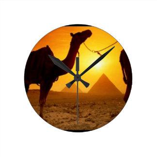 camel round clock