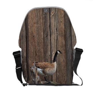 CANADA GOOSE ON BARN BOARD COURIER BAG