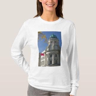 CANADA, Manitoba, Winnipeg: The Law Courts, T-Shirt