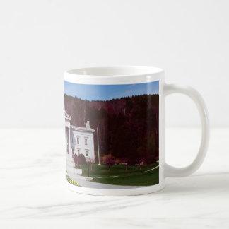 Capitol building, Montpelier, Vermont, U.S.A. Mugs