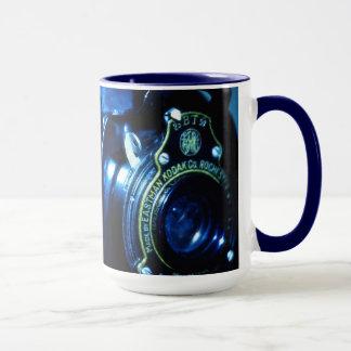 Capturing Yesteryear a vintage folding camera Mug