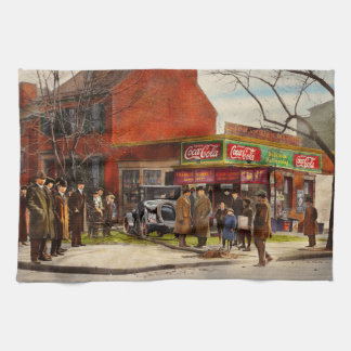 Car - Accident - Looking out for number one 1921 Tea Towel