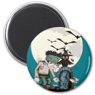 Cartoon Frankenstein next to grave Halloween 6 Cm Round Magnet