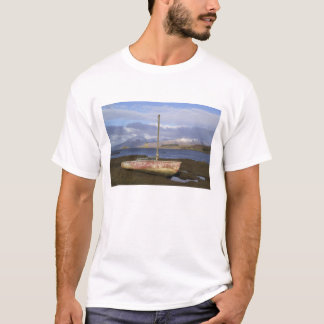 Castle Stalker with fishing boat in the T-Shirt