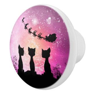 Cats looks to the sky to Santa Claus Ceramic Knob