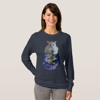 Cats rule earth T-Shirt