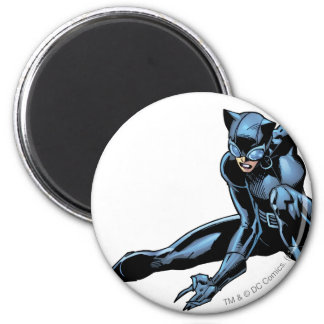 Catwoman crouches 6 cm round magnet
