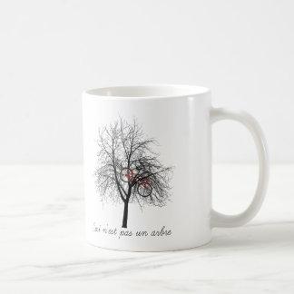 Ceci n'est pas un arbre mug