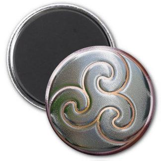 celtic round embossed triskele 6 cm round magnet