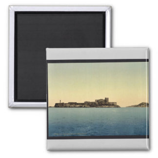 Chateau d'If, from the sea, Marseilles, France vin Magnet