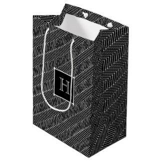 CHIC GIFT BAG_MODERN WHITE ZIGZAG ON BLACK MEDIUM GIFT BAG