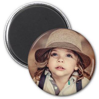 Child Looking up Girl Hat Vintage Portrait 6 Cm Round Magnet