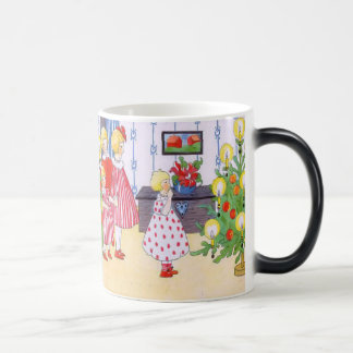 Children and the Christmas tree Magic Mug