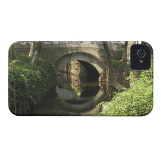 China, Nantong, an arched bridge forms a perfect iPhone 4 Case