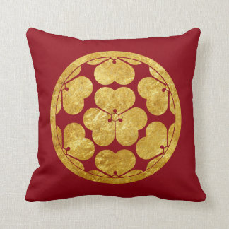 Chosokabe Mon Japanese samurai clan in faux gold Cushion