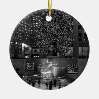 Christmas at Rockefeller Center & the ice skaters Round Ceramic Decoration