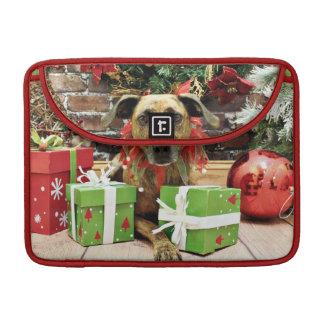 Christmas - Labrador X - Guiness Sleeve For MacBook Pro