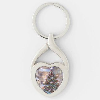 Christmas Tree Vintage Silver-Colored Twisted Heart Key Ring