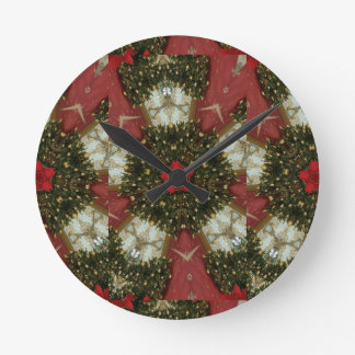 Christmas Wreath Red Green Gold with Red Star Round Clock