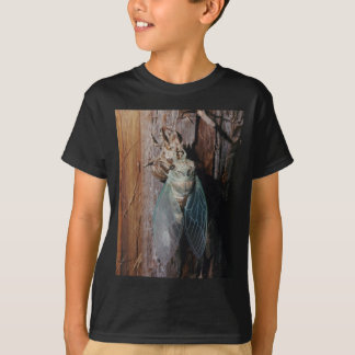 Cicada dries his wings T-Shirt