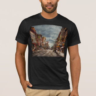 City - NY - The ever changing market place 1906 T-Shirt