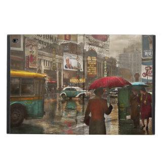City - NY - Times Square on a rainy day 1943