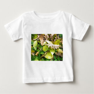Close-up view on fallen autumn leaves baby T-Shirt