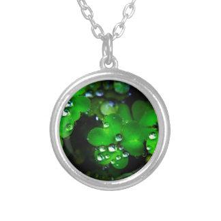 Clover Round Pendant Necklace